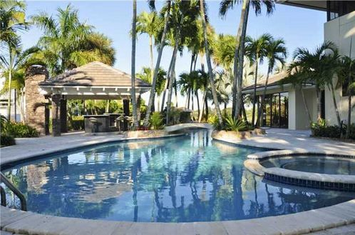 LUXURY HOMES FOR SALE IN DORAL