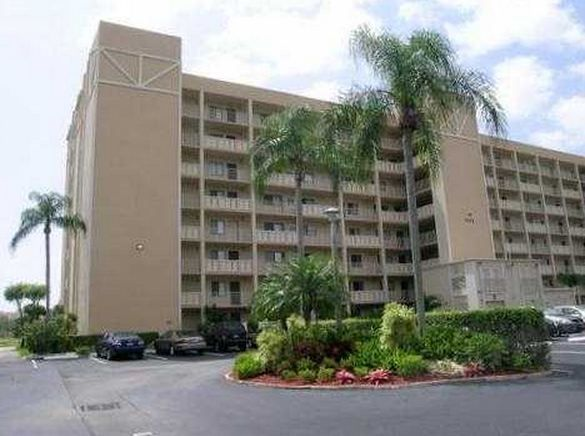 CONDOS FOR SALE AND FOR RENT AT HUNTINGTON POINTE CONDO DELRAY BEACH