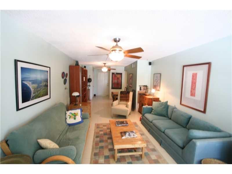 910 Michigan Ave #202 Living Room 2
